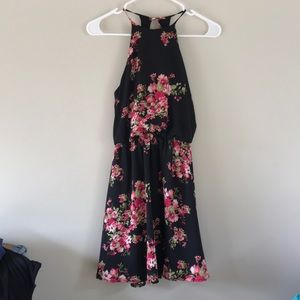 Dresses & Skirts - Juniors summer dress size small